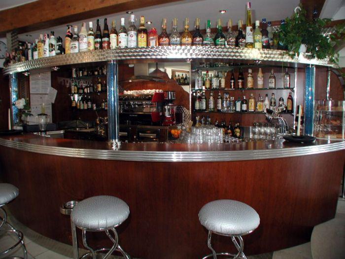L 39 arredo per bar a brescia all 39 ultima moda for Bar madera brescia