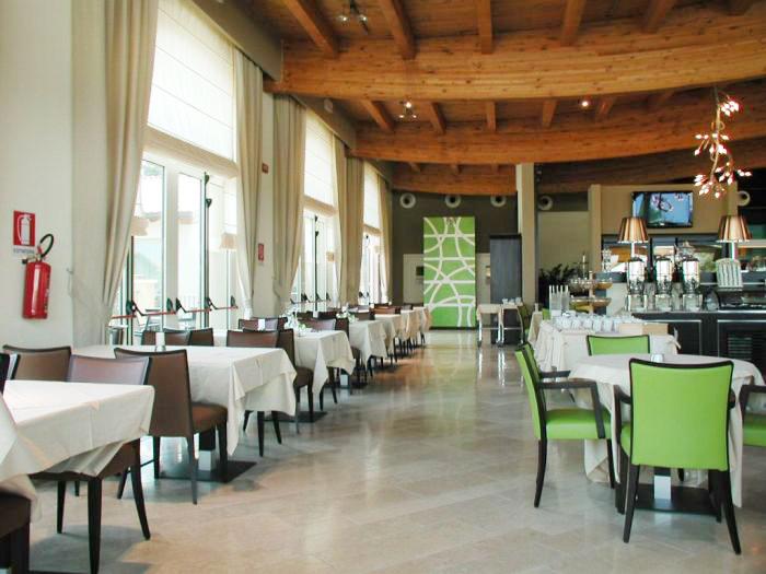 Arredamento per albergo in stile mediterraneo for Arredamento stile mediterraneo