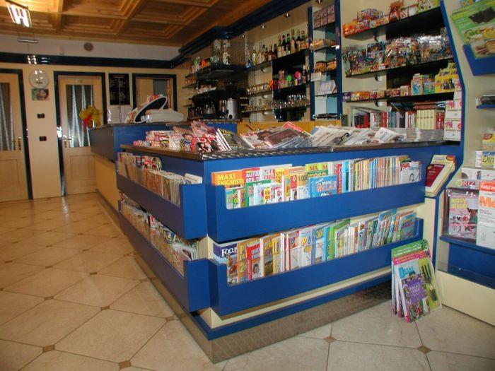 Ceretti il meglio dell 39 arredamento per negozi a brescia for Negozi arredamento brescia