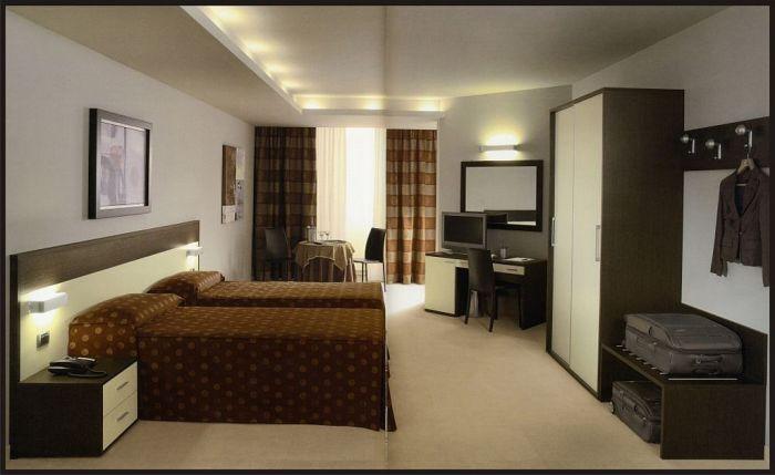 Arredamento per alberghi a brescia ispirato alle grandi citt for Arredamento camere hotel prezzi